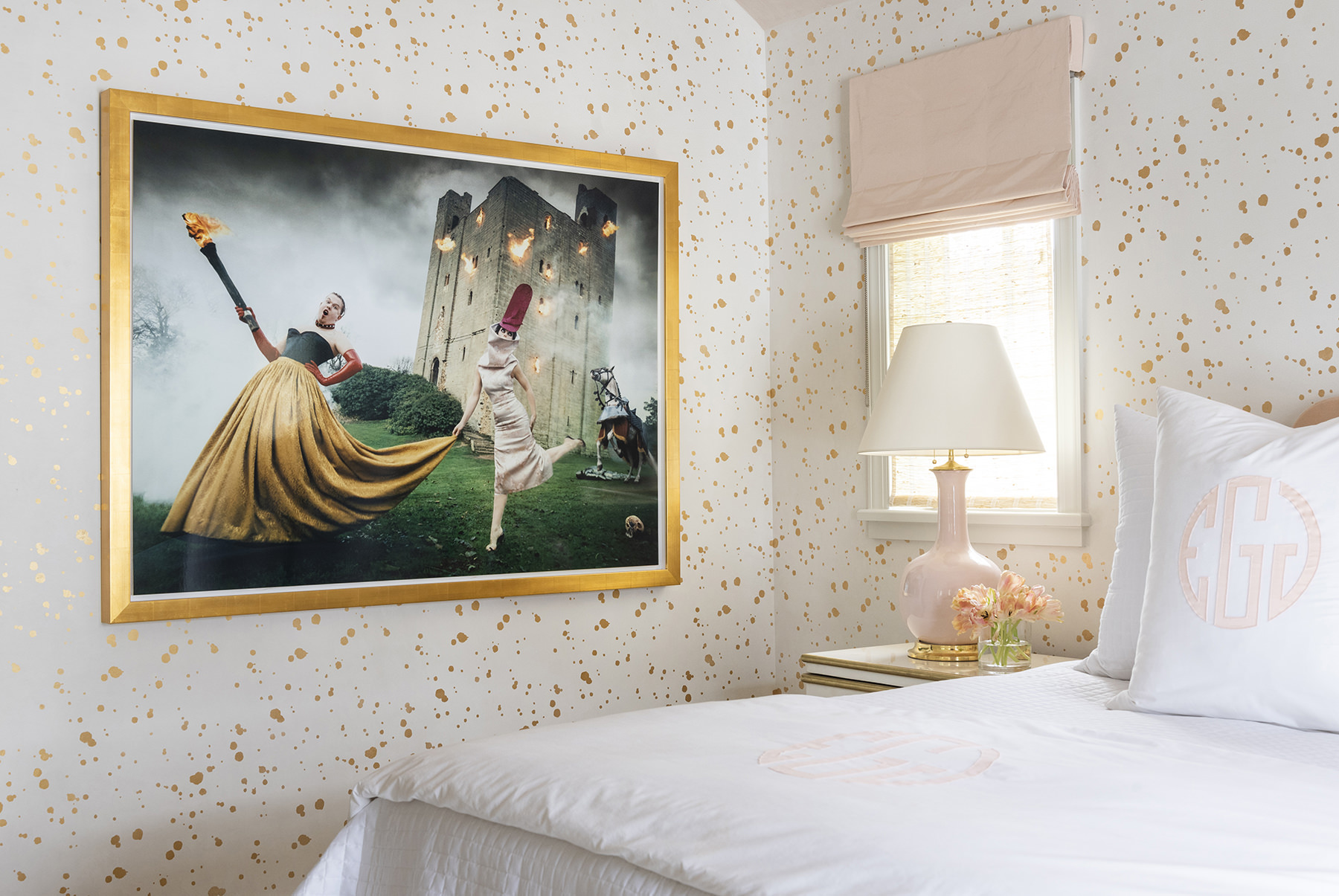 bedroom with pink and gold featuring framed photograph